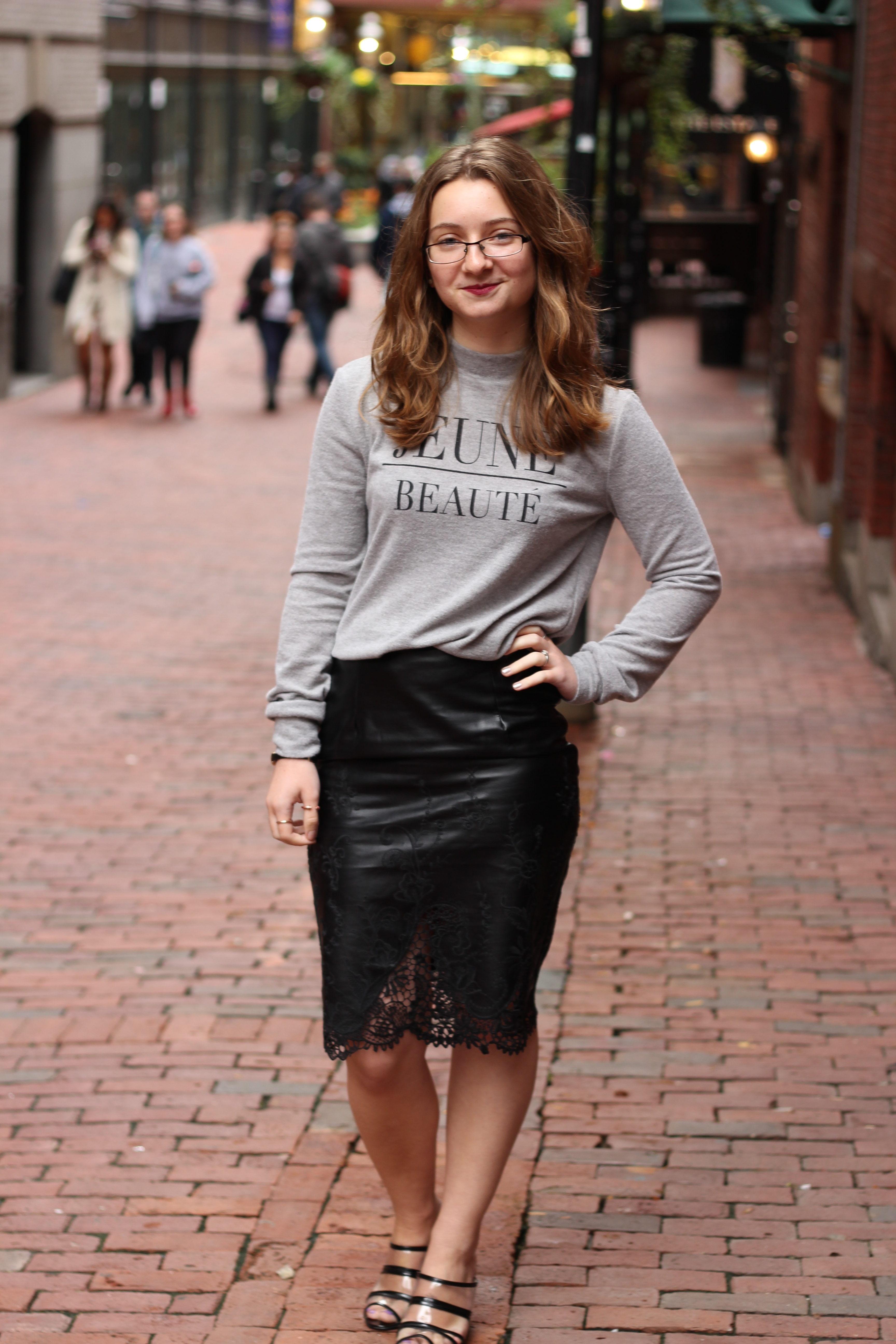 Midi Leather Skirt Outfits